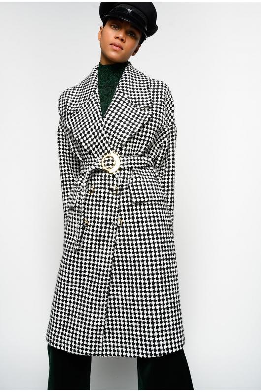 Palton vintage alb cu negru de la Pinko, pentru un look elegant și modern