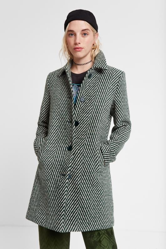 Palton scurt alb cu negru, în dungi, pentru un look boho tineresc