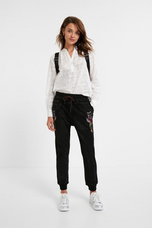 Jeanși casual cu broderie, din colecția Desigual