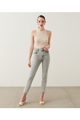 Slim straight cropped jeans